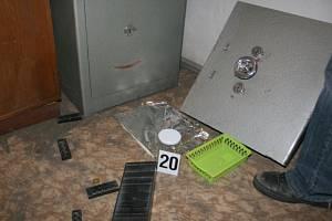 Pardubičtí policisté dopadli čtveřici zlodějů, která vykrádala trezory v pěti krajích ČR.