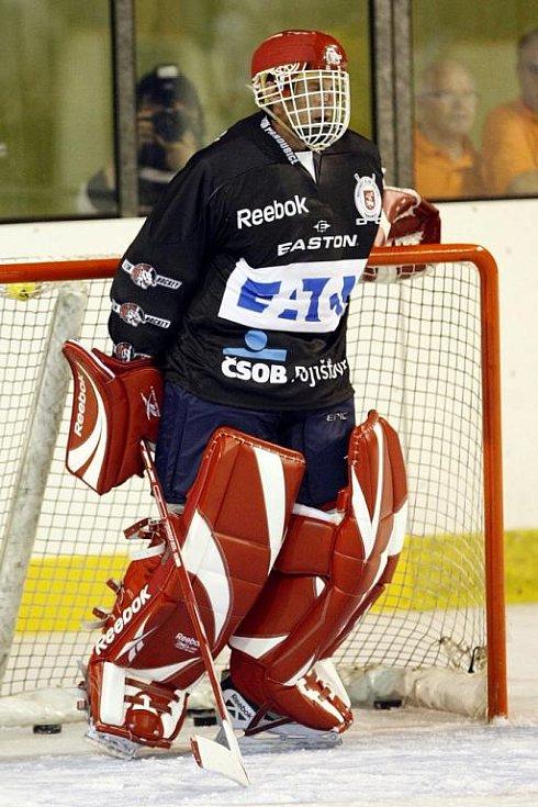 Legendární Dominik Hašek znovu stanul na pardubickém ledě.