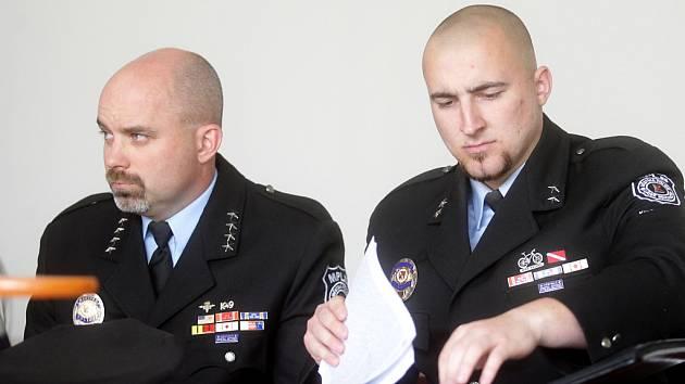 Soud strážníky Pavla Řehoře a Patrika Trojana potřetí již zprostil všech obvinění. Případ přesto nekončí