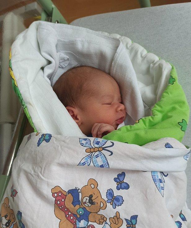 Zdeněk Stejskal se narodil 3. 3. 2021 v 15.04 hodin. Vážil 3270 g a měřil 49 cm. S maminkou Barborou Roulovou a tatínkem  Zdeňkem Stejkalem bude doma v Chrudimi.