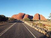 Kata Tjuta - první z přírodních divů Austrálie.