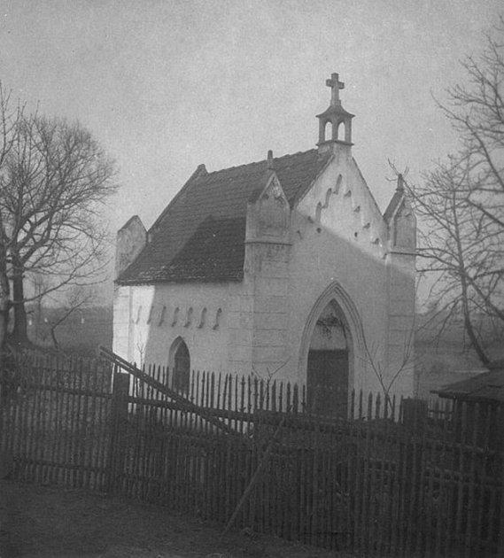 Kaple Nejsvětější Trojice - původní stav na historické fotografii.
