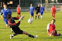 První gól Holic v nové sezoně střílí Jakub Jedlička.