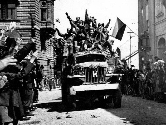 Příjezd Rudé armády do Přelouče 10. května