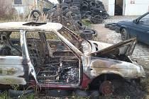 Vrak vypáleného vozu
