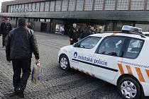 Policie kvůli ostravským fanouškům obsadila v neděli pardubické hlavní nádraží.