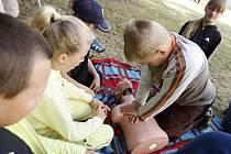 Na ZŠ Benešovo náměstí v Pardubicích zařadili před prázdninami na rozvrh i první pomoc.