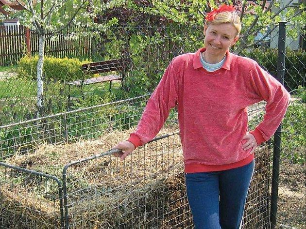 Programátorka Renata Krausová z Hradce Králové, loňská finalistka soutěže, si nejvíce odpočine právě při práci na zahradě. A dobře ví, že podmínkou vysoké úrody je kvalitní kompost.