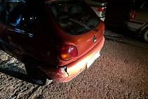Driftování po parkovišti pod vlivem alkoholu. Hlídka strážníků 25letému závodníkovi naměřila ke třem promile alkoholu, čtyři nabouraná auta a jednu popelnici.