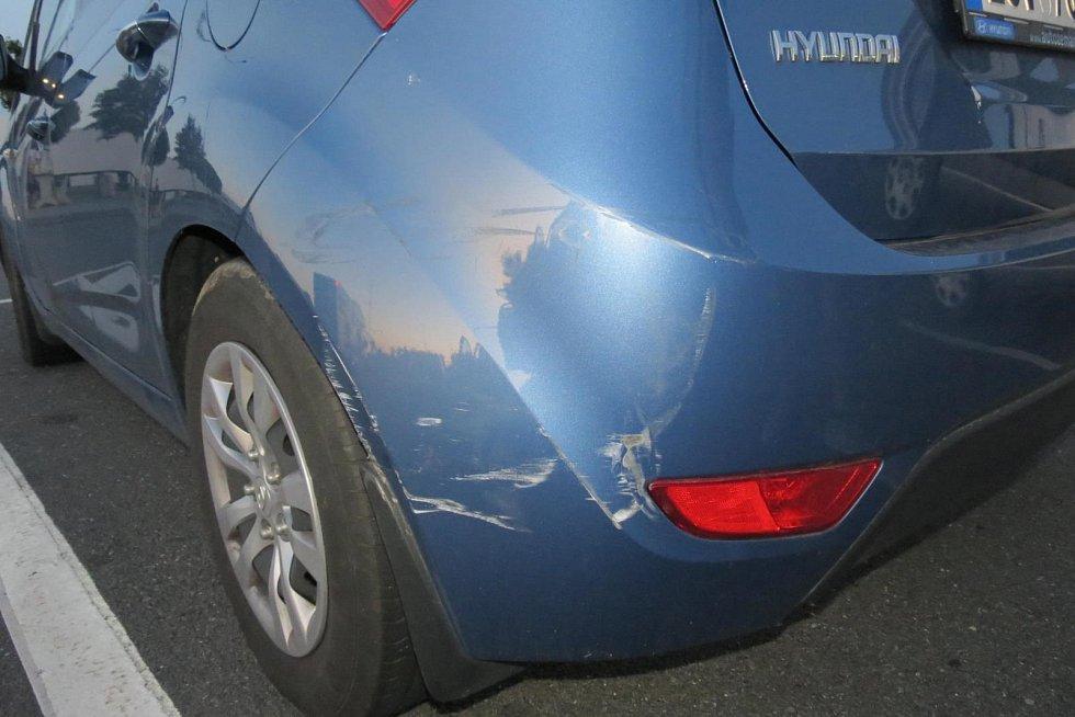 Nehoda autobusu s mladými hokejisty se obešla bez zranění