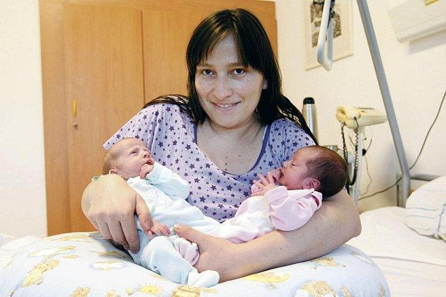 Mariana a Martin Duškovi se narodili 25. listopadu v 12.50 a 12.51hodin. Měřili 43 a 47 centimetrů a vážili 1920 a 2430 gramů. Pro rodiče Hanu a Libora  z Chrudimi jsou dvojčátka provorozenými potomky.