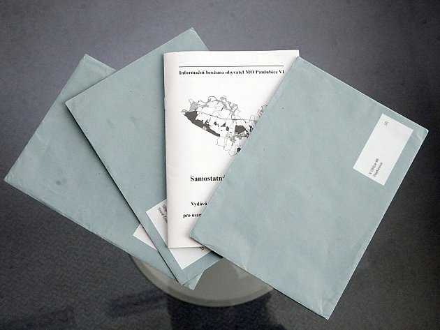 Obálky ve kterých přišla informační brožura až příliš připomínají volební tiskoviny a kde vzaly, není zcela jasné.