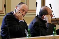 Náměstek primátora Pardubic Jan Kislinger a zastupitel Jaroslav Kňava rezignovali na své funkce.