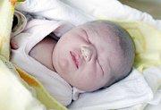 KRISTÝNA FIŠAROVÁ se narodila  30. března ve 4 hodiny a 2 minuty. Vážila 3800 gramů a měřila 51 centimetrů. Maminku Vendulu podpořil při porodu tatínek Aleš. Bydlí ve Starých Holicích a doma na ně čeká osmiletá Tereza.