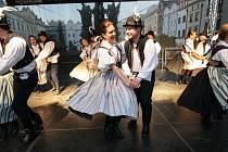 Pernštýnská noc s folklorem se letos odehraje v pátek a v neděli na nádvoří pardubického zámku.