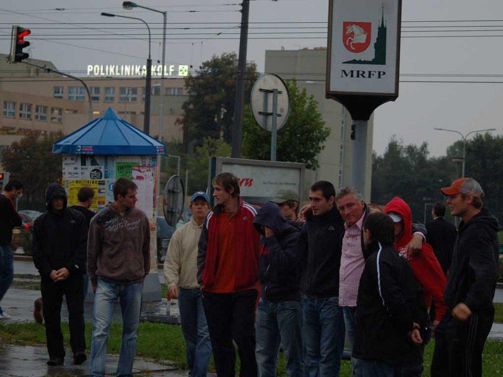 Miloš Říha svolává tým.