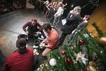 Štědrovečerní zpívání ve Východočeském divadle v Pardubicích.