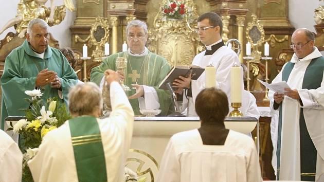 V neděli zavítal do Pardubic papežský nuncius Giuseppe Leanza