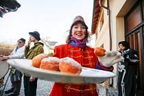 Tradiční masopust ovládl Holice. Průvod poprvé zamířil také do městské části Roveňsko.