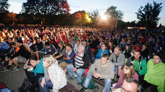 Letní kino v Pardubicích zahájili filmem Anděl Páně 2.
