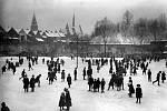 Dříve se bruslaři scházeli u pardubického zámku. Fotografie Josefa Pírka pochází z roku 1910.