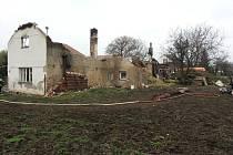 Rodinný dům v Rohoznici zcela zničil požár. Zavinila ho závada na elektroinstalaci?