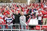 Výjezd Dynamo fans do Českých Budějovic na zápas baráže o udržení Tipsport extraligy v ledním hokeji mezi ČEZ Motor České Budějovice a HC Dynamo Pardubice.