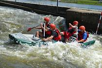 Na divoké vodě jsou hasiči z Pardubického kraje jako doma. Vozí samá lepší místa. Tajemství úspěchu je prý sladěná posádka a žádné dlouhé trénování.