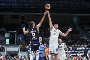 Basketbalové ikony Jiří Welsch a Luboš Bartoň udělali v Pardubicích tečku za zářnými kariérami