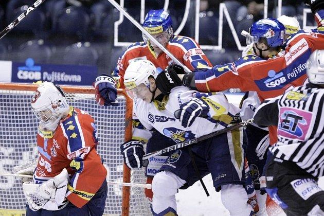 4. kolo předkola Play off. Pardubice - Kladno 3:2 po samostatných nájezdech. Stav série je 2:2