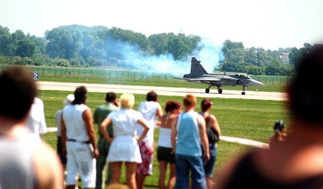 Přistání letounu JAS - 39 Grippen