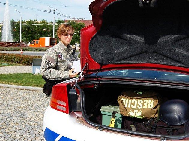 Kufr hlídkového vozu Městské policie v Lázních Bohdanči ukrývá spoustu vybavení užitečného pro práci strážníků.