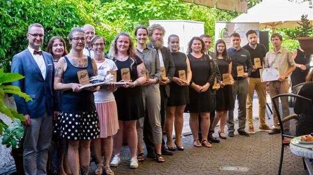 Ocenění dobrovolníci za rok 2020.