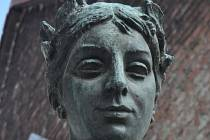 Město Pardubice by mohlo v nejbližší době přemístit sochu Vítězství z areálu bývalých stavebnin do centra sídliště Dubina.