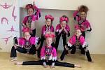 Malé tanečnice z Pardubic sbírají medaile, přestože trénovaly online.
