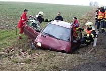 Bouračka mezi Sezemicemi a Holicemi. I tady došlo na zranění řidiče.