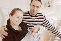 FILIP RICHTER se narodil 21. listopadu ve 14:10 hodin, měřil 49 centimetrů a vážil 3095 gramů. Maminka Žaneta a tatínek Tomáš jsou z Pardubic.