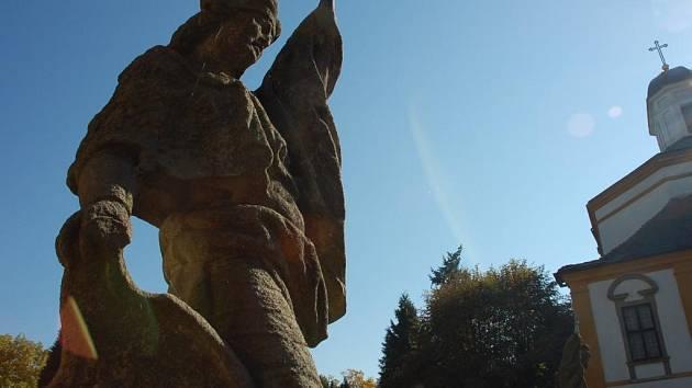 Nádvoří choltického zámku, socha sv. Václava