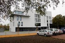 Budova nové Základní umělecké školy Karla Malicha v Holicích.