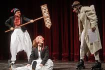 Zahájení XVI. GRAND Festivalu smíchu v Pardubicích měli ve své režii klauni a tučňáci.