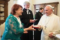 Pardubická senátorka Miluše Horská u papeže Františka