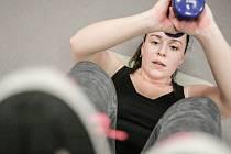 Lucie Smažilová naskočila do soutěže po týdenní vynucené zdravotní pauze, ale s výzvou v podobě společné hodiny zvané Pěkné tělo se statečně poprala.