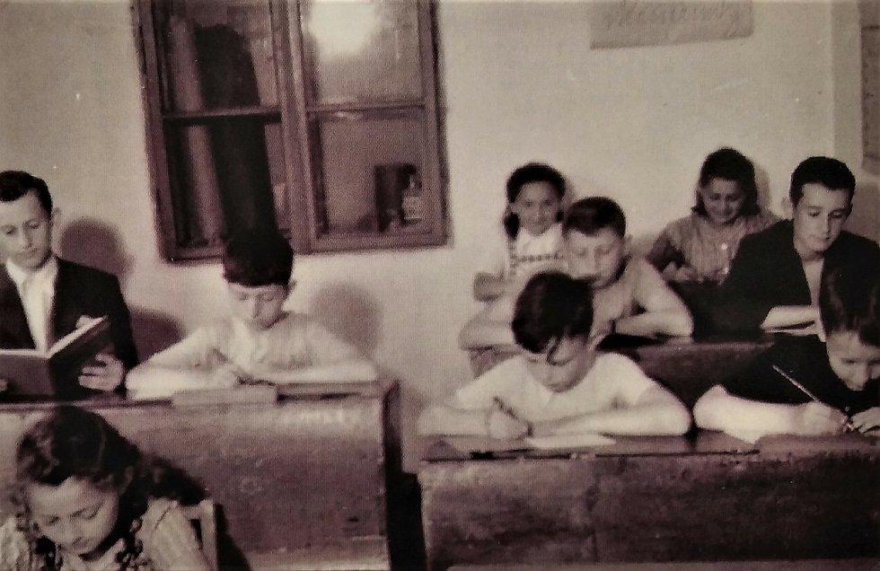 Výuka v tajné škole pro židovské děti.