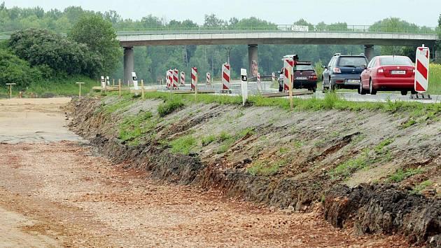Úsek rychlostní silnice z Hrobic do Ohrazenic se začne stavět co nejdříve.