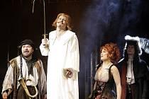 Slavný americký muzikál Muž z kraje La Mancha režíroval Petr Novotný.