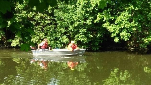 Vodní nadšenec, kterého z chrudimky museli vyhnat až hasiči na člunu.