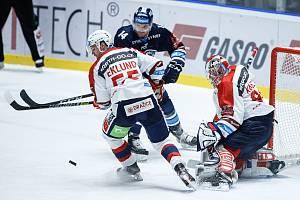 Hokejové utkání Tipsport extraligy v ledním hokeji mezi HC Dynamo Pardubice (v bíločerveném) a Bílý Tygři Liberec (v modrém) v pardudubické Enteria areně.