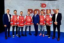 Zleva sportovní ředitel Dušan Salfický, David Cienciala, Marek Hecl, Dominik Frodl, většinový majitel Petr Dědek, Jan Košťálek, Robert Říčka a hlavní trenér Richard Král.
