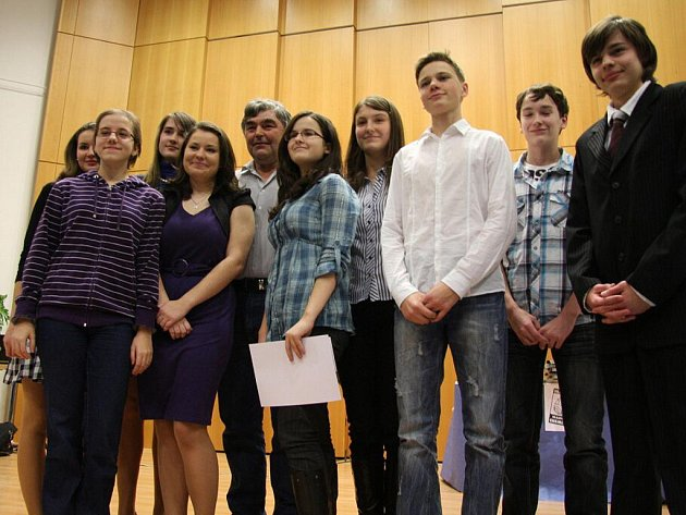 V aule Univerzity Pardubice se konalo slavnostní vyhlášení výsledků soutěže Hledáme nejlepšího mladého chemika.