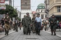 Když skončila válka. Pardubice si konec druhé světové války připomněly i průvodem zajatých němců třídou Míru.